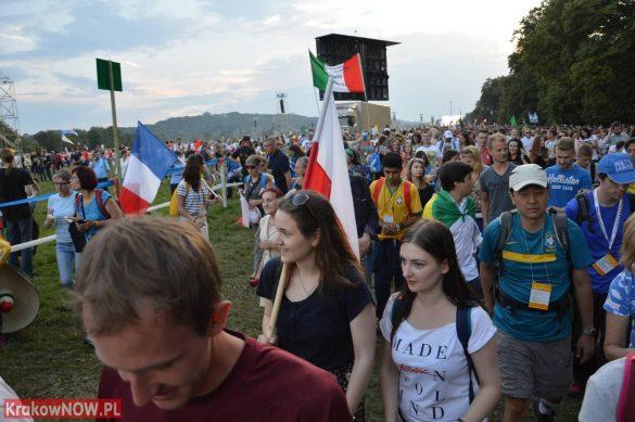 sdm friday krakow2016 swiatowe dni mlodziezy 104 585x389 - Galeria zdjęć (Piątek) Światowe Dni Młodzieży w Krakowie