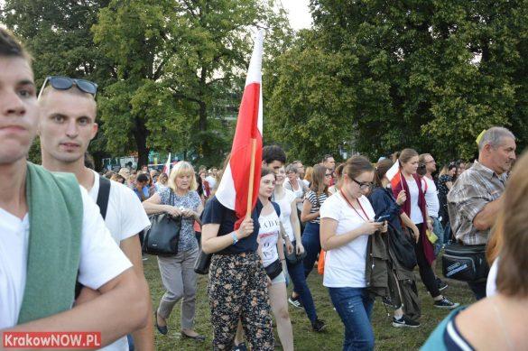 sdm friday krakow2016 swiatowe dni mlodziezy 108 585x389 - Galeria zdjęć (Piątek) Światowe Dni Młodzieży w Krakowie