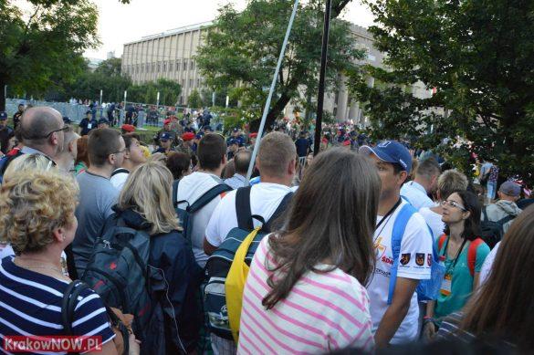 sdm friday krakow2016 swiatowe dni mlodziezy 123 585x389 - Galeria zdjęć (Piątek) Światowe Dni Młodzieży w Krakowie