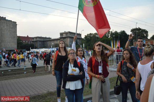 sdm friday krakow2016 swiatowe dni mlodziezy 133 585x389 - Galeria zdjęć (Piątek) Światowe Dni Młodzieży w Krakowie
