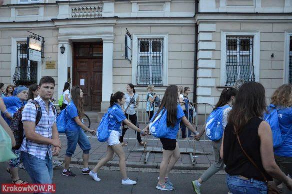 sdm friday krakow2016 swiatowe dni mlodziezy 149 585x389 - Galeria zdjęć (Piątek) Światowe Dni Młodzieży w Krakowie