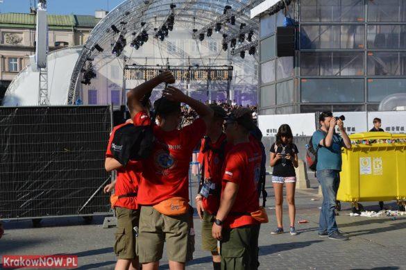 sdm friday krakow2016 swiatowe dni mlodziezy 16 585x389 - Galeria zdjęć (Piątek) Światowe Dni Młodzieży w Krakowie