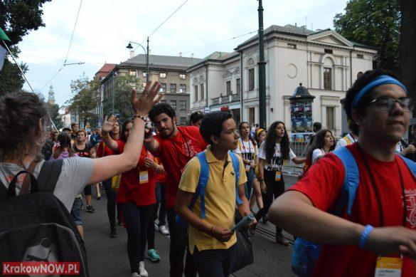 sdm friday krakow2016 swiatowe dni mlodziezy 172 585x389 - Galeria zdjęć (Piątek) Światowe Dni Młodzieży w Krakowie