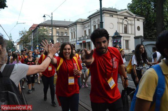 sdm friday krakow2016 swiatowe dni mlodziezy 173 585x389 - Galeria zdjęć (Piątek) Światowe Dni Młodzieży w Krakowie