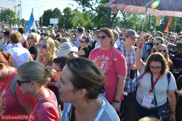 sdm friday krakow2016 swiatowe dni mlodziezy 20 585x389 - Galeria zdjęć (Piątek) Światowe Dni Młodzieży w Krakowie