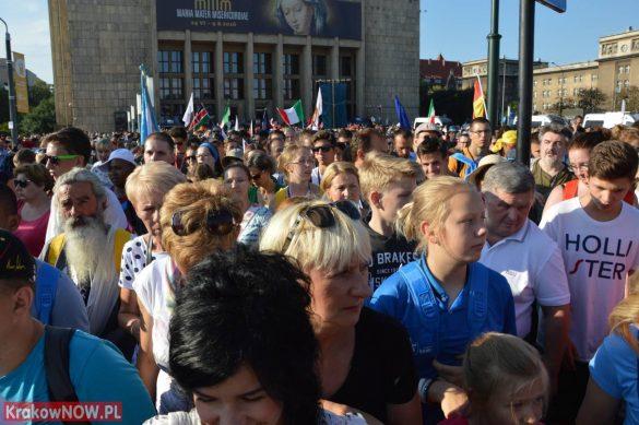 sdm friday krakow2016 swiatowe dni mlodziezy 29 585x389 - Galeria zdjęć (Piątek) Światowe Dni Młodzieży w Krakowie