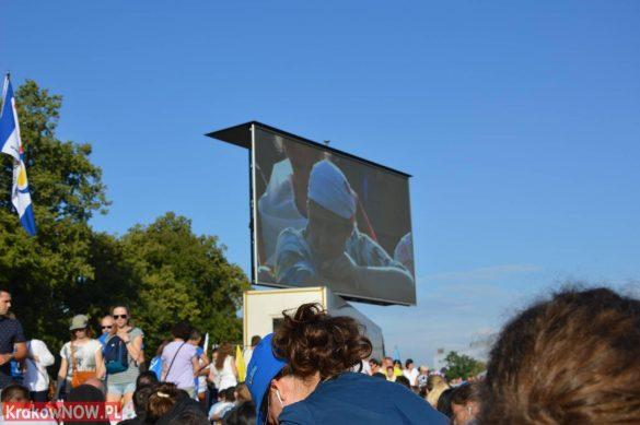 sdm friday krakow2016 swiatowe dni mlodziezy 41 585x389 - Galeria zdjęć (Piątek) Światowe Dni Młodzieży w Krakowie
