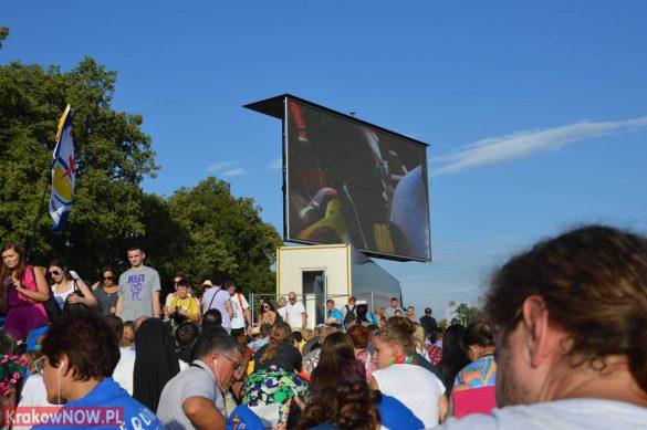 sdm friday krakow2016 swiatowe dni mlodziezy 42 585x389 - Galeria zdjęć (Piątek) Światowe Dni Młodzieży w Krakowie