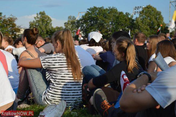sdm friday krakow2016 swiatowe dni mlodziezy 53 585x389 - Galeria zdjęć (Piątek) Światowe Dni Młodzieży w Krakowie