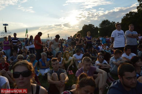 sdm friday krakow2016 swiatowe dni mlodziezy 61 585x389 - Galeria zdjęć (Piątek) Światowe Dni Młodzieży w Krakowie
