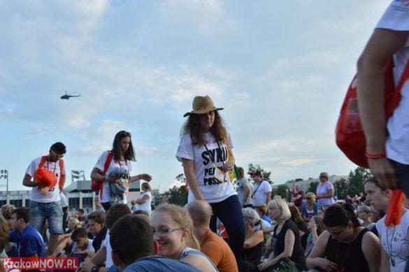 sdm friday krakow2016 swiatowe dni mlodziezy 64 585x389 - Galeria zdjęć (Piątek) Światowe Dni Młodzieży w Krakowie
