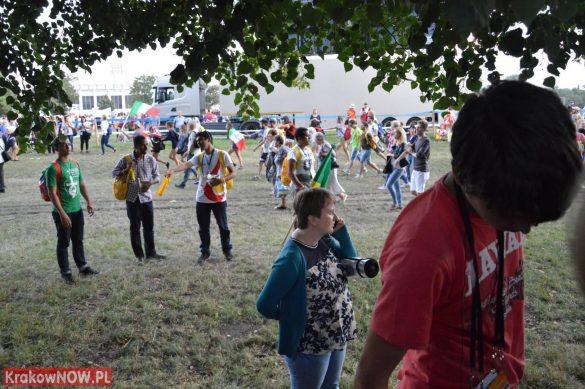 sdm friday krakow2016 swiatowe dni mlodziezy 75 585x389 - Galeria zdjęć (Piątek) Światowe Dni Młodzieży w Krakowie