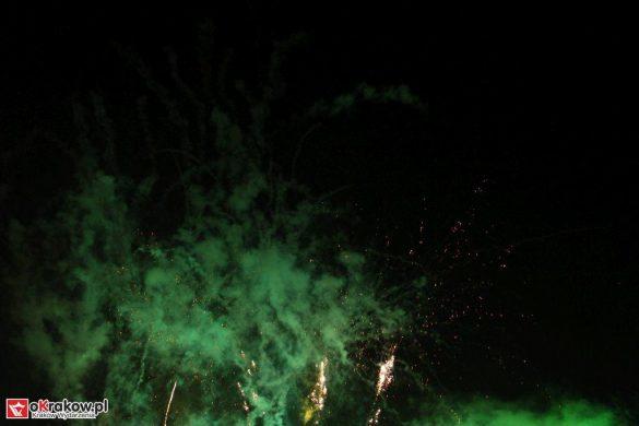 parada smokow pokaz na wisle krakow 2018 23 585x390 - Wielkie Plenerowe Widowisko na Wiśle - Smoki z Dziennika Marco Polo - galeria zdjęć