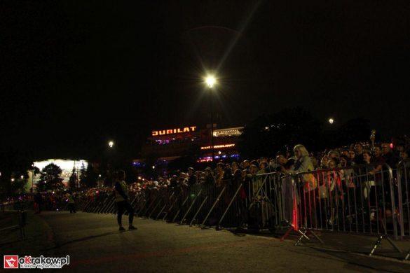 parada smokow pokaz na wisle krakow 2018 44 585x390 - Wielkie Plenerowe Widowisko na Wiśle - Smoki z Dziennika Marco Polo - galeria zdjęć