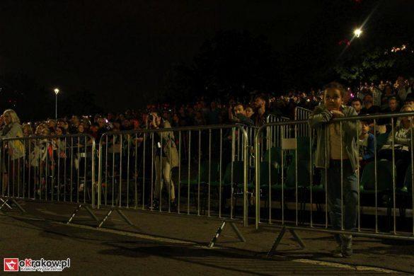 parada smokow pokaz na wisle krakow 2018 46 585x390 - Wielkie Plenerowe Widowisko na Wiśle - Smoki z Dziennika Marco Polo - galeria zdjęć