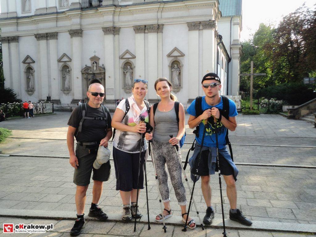 Pielgrzymowali pieszo z Lipnicy Murowanej do Krakowa do grobu świętego Szymona