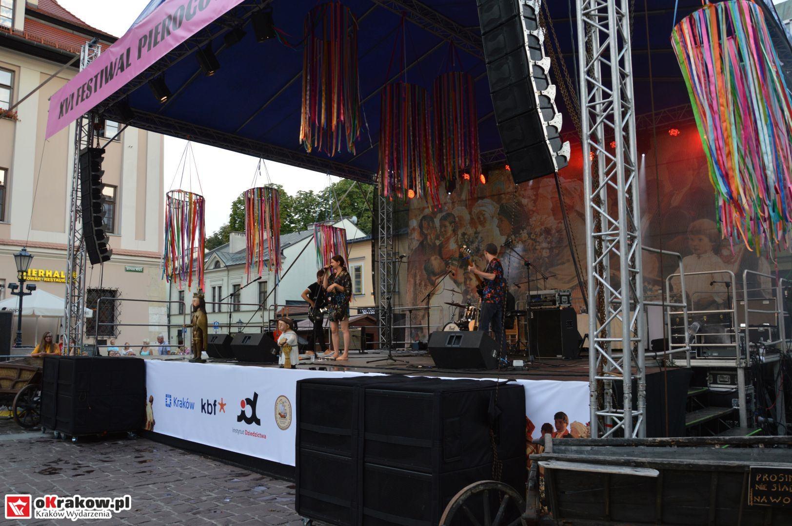 krakow festiwal pierogow maly rynek koncert cheap tobacco 100 150x150 - Galeria zdjęć Festiwal Pierogów Kraków 2018 + zdjęcia z koncertu Cheap Tobacco