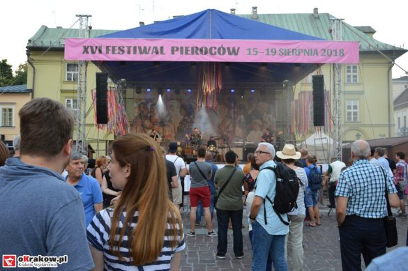 krakow_festiwal_pierogow_maly_rynek_koncert_cheap_tobacco (116)