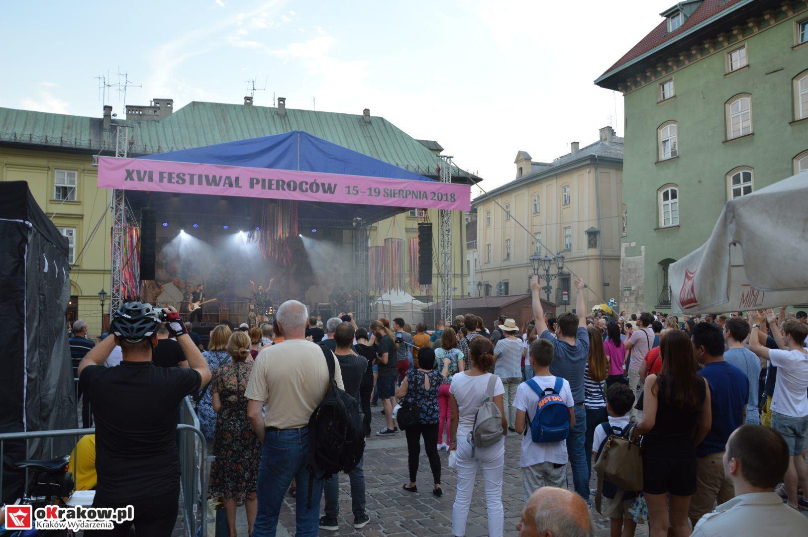 krakow festiwal pierogow maly rynek koncert cheap tobacco 129 150x150 - Galeria zdjęć Festiwal Pierogów Kraków 2018 + zdjęcia z koncertu Cheap Tobacco