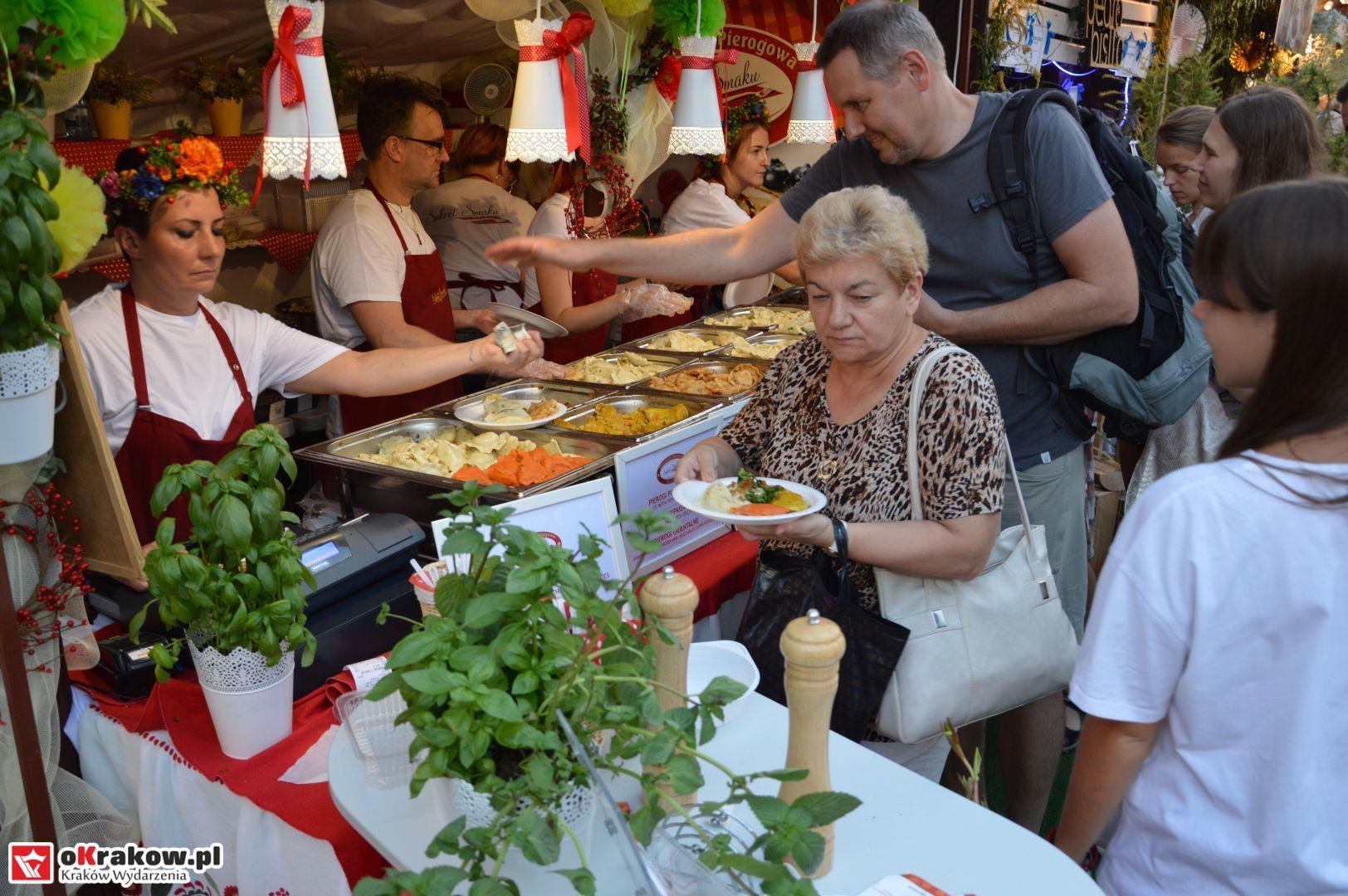 krakow festiwal pierogow maly rynek koncert cheap tobacco 140 150x150 - Galeria zdjęć Festiwal Pierogów Kraków 2018 + zdjęcia z koncertu Cheap Tobacco