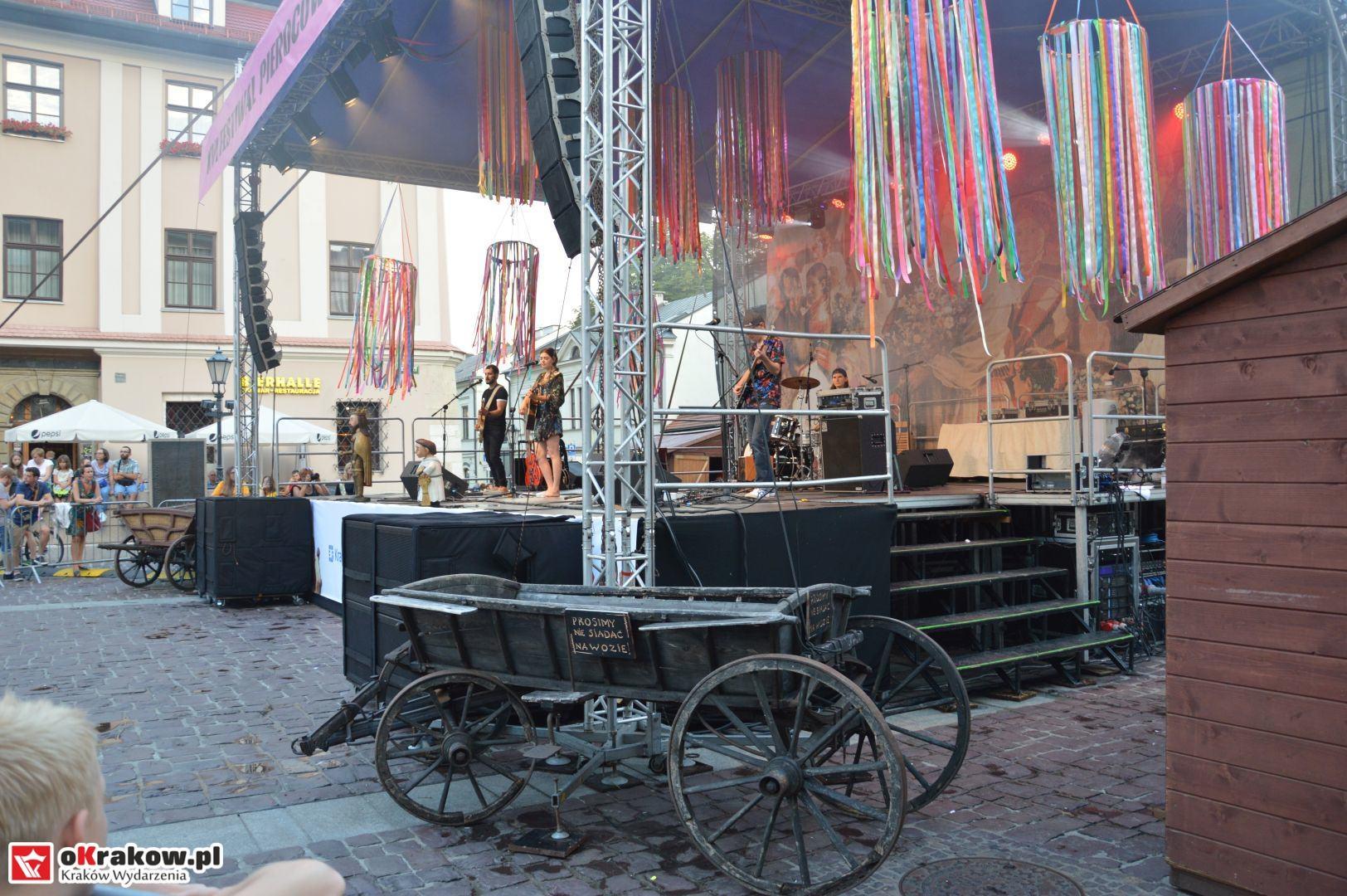 krakow festiwal pierogow maly rynek koncert cheap tobacco 151 150x150 - Galeria zdjęć Festiwal Pierogów Kraków 2018 + zdjęcia z koncertu Cheap Tobacco