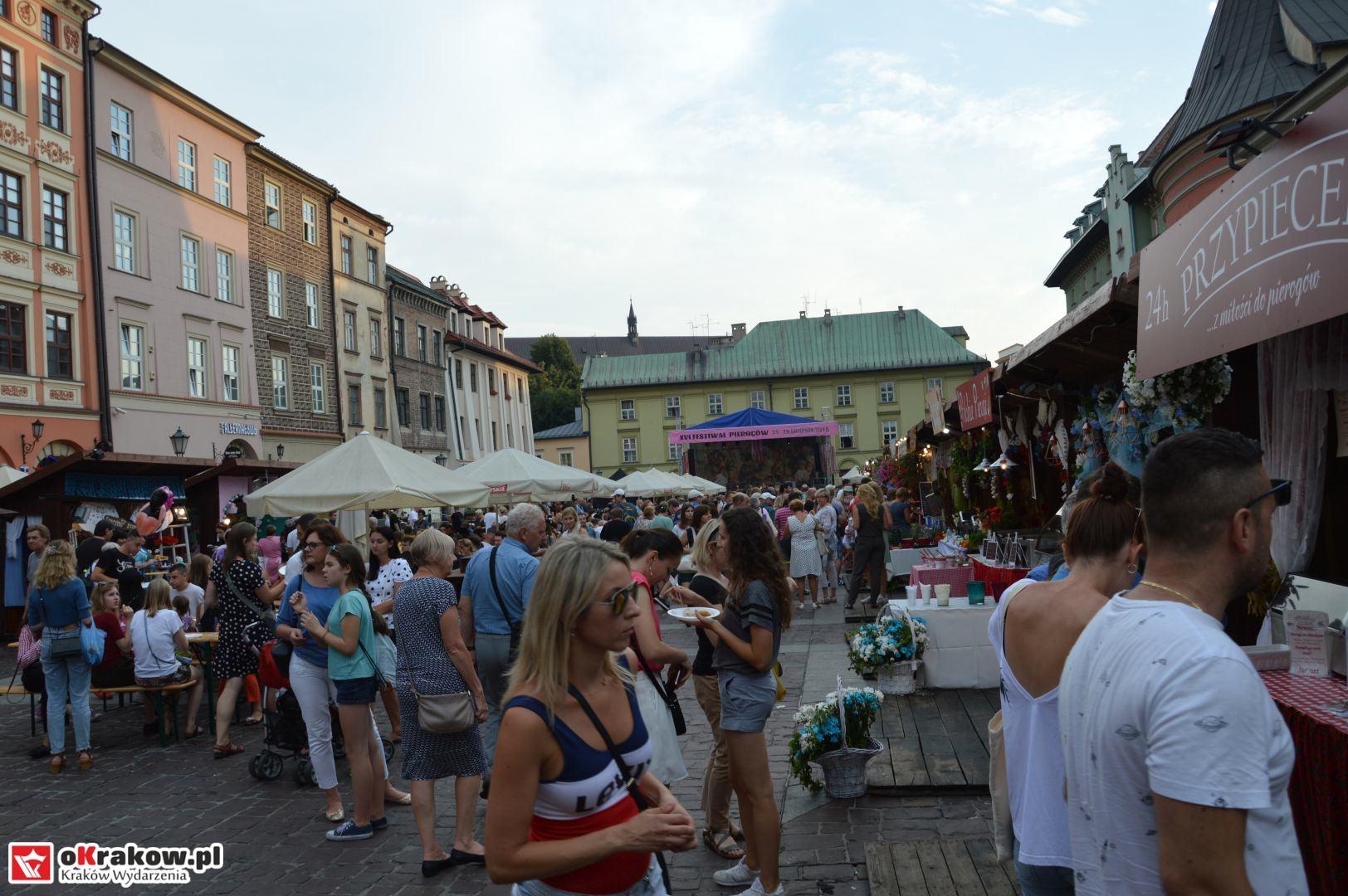 krakow festiwal pierogow maly rynek koncert cheap tobacco 37 150x150 - Galeria zdjęć Festiwal Pierogów Kraków 2018 + zdjęcia z koncertu Cheap Tobacco