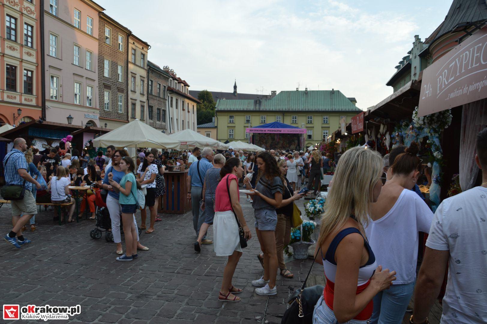 krakow festiwal pierogow maly rynek koncert cheap tobacco 38 150x150 - Galeria zdjęć Festiwal Pierogów Kraków 2018 + zdjęcia z koncertu Cheap Tobacco