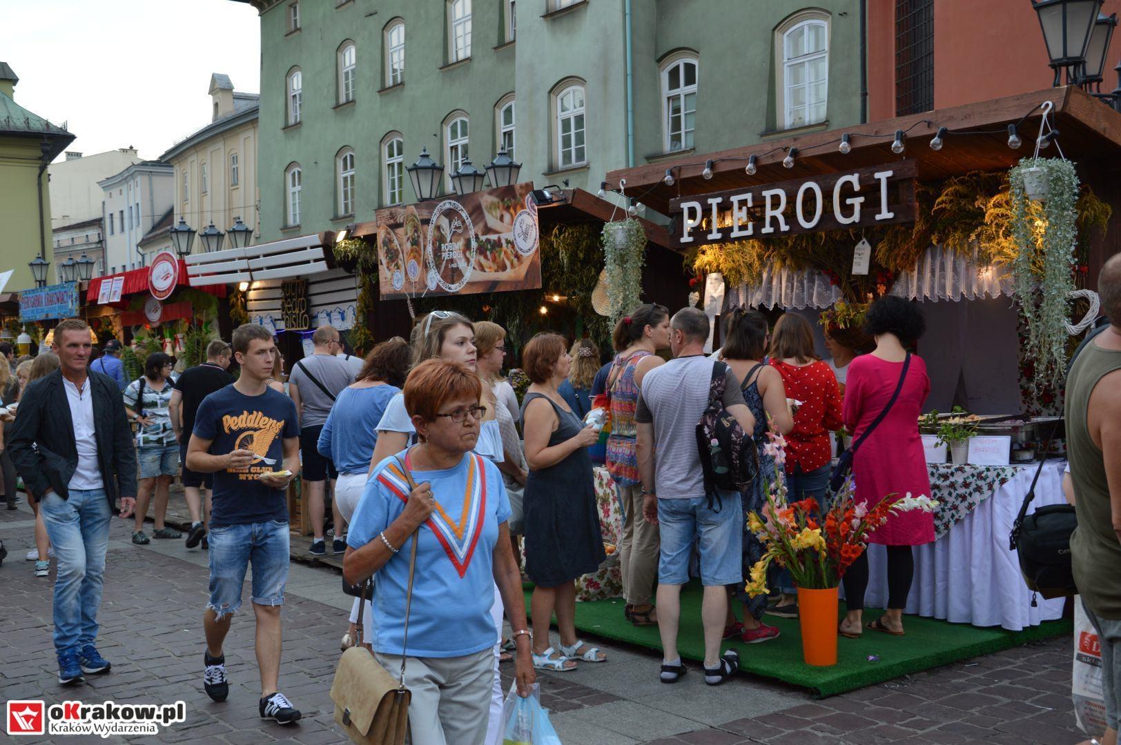 krakow festiwal pierogow maly rynek koncert cheap tobacco 53 150x150 - Galeria zdjęć Festiwal Pierogów Kraków 2018 + zdjęcia z koncertu Cheap Tobacco