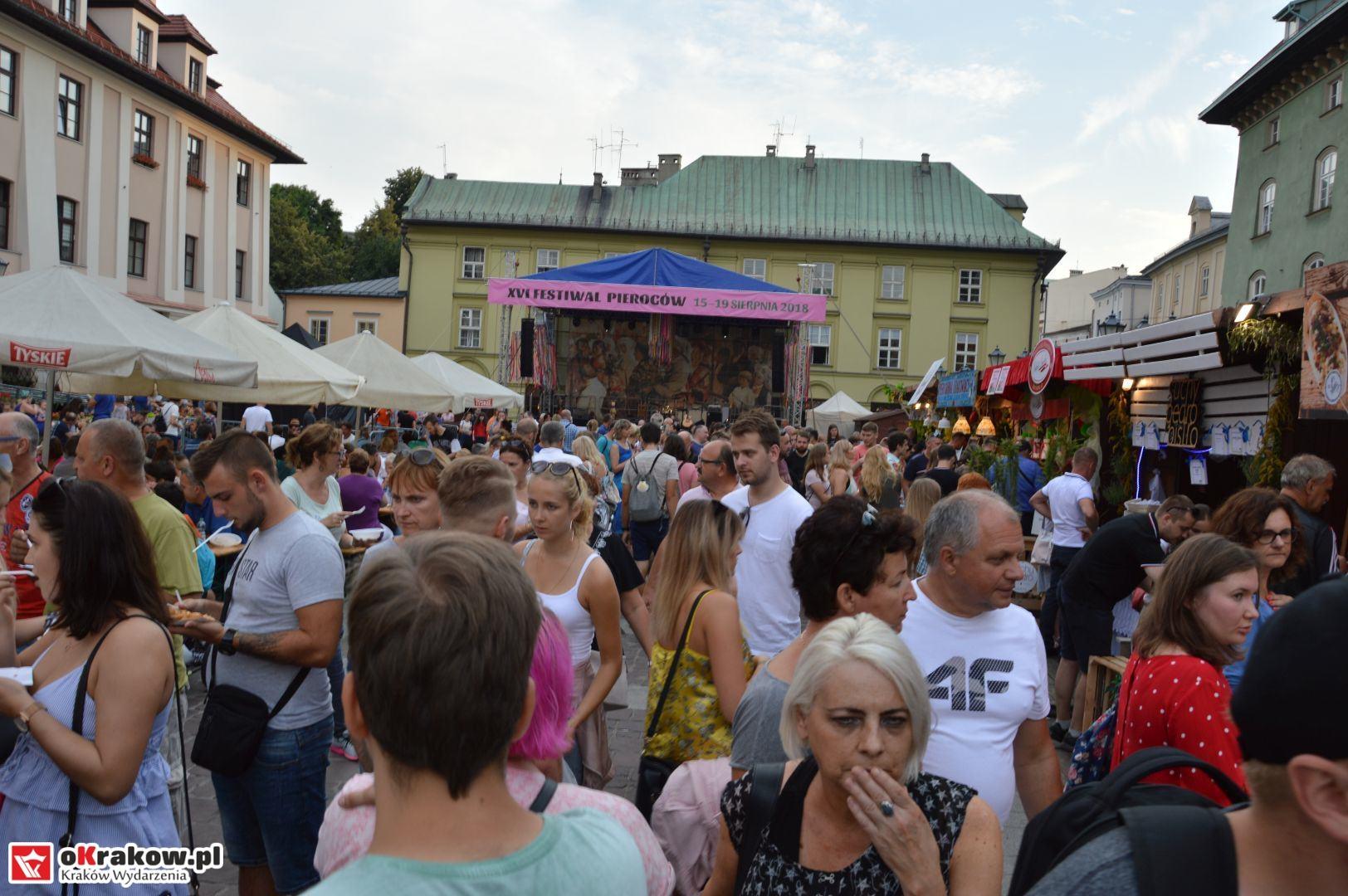 krakow festiwal pierogow maly rynek koncert cheap tobacco 56 150x150 - Galeria zdjęć Festiwal Pierogów Kraków 2018 + zdjęcia z koncertu Cheap Tobacco