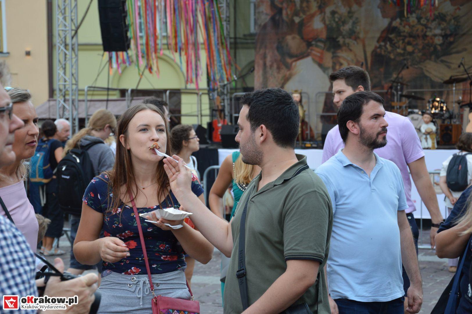 krakow festiwal pierogow maly rynek koncert cheap tobacco 62 150x150 - Galeria zdjęć Festiwal Pierogów Kraków 2018 + zdjęcia z koncertu Cheap Tobacco