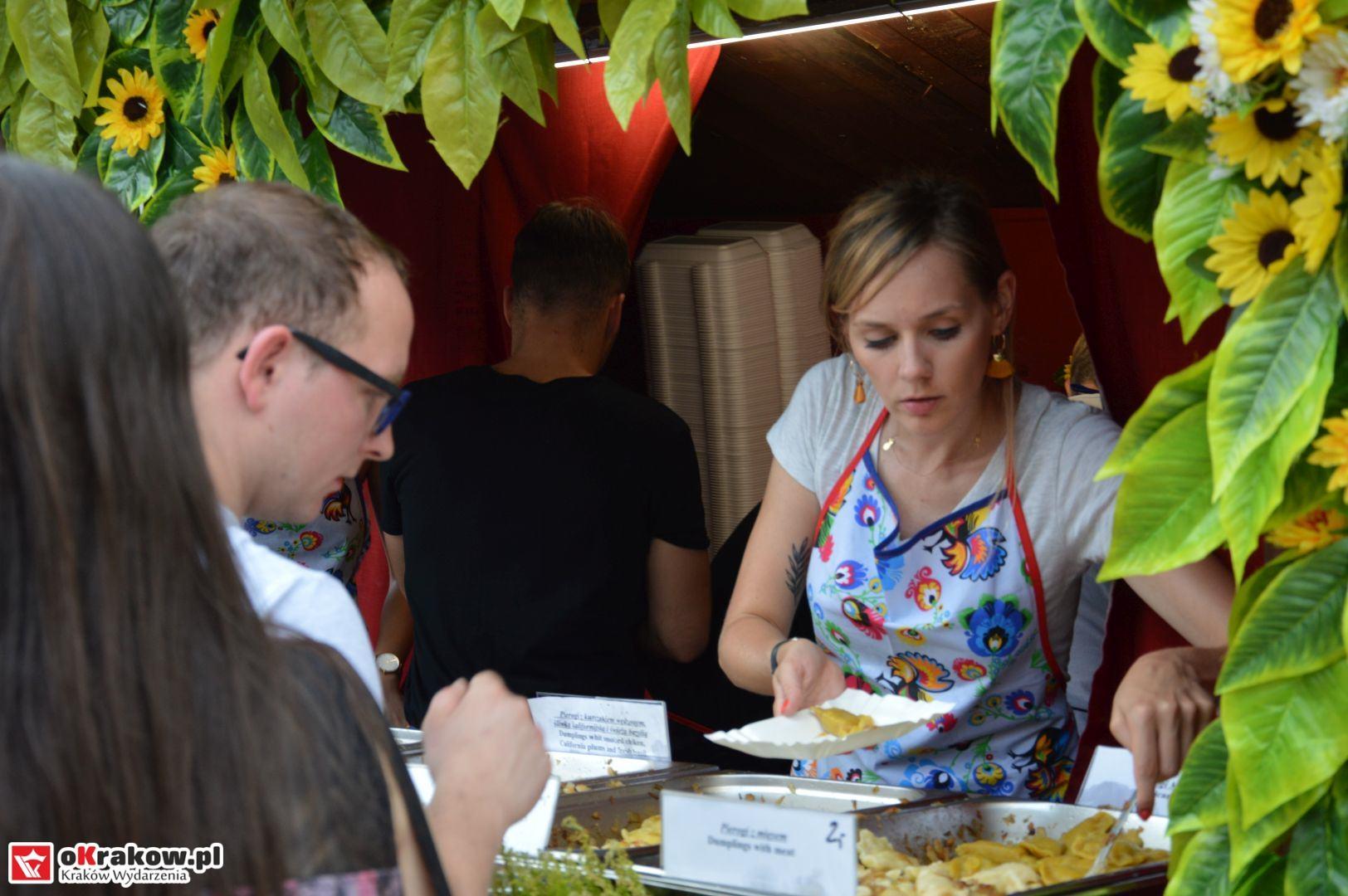 krakow festiwal pierogow maly rynek koncert cheap tobacco 65 150x150 - Galeria zdjęć Festiwal Pierogów Kraków 2018 + zdjęcia z koncertu Cheap Tobacco