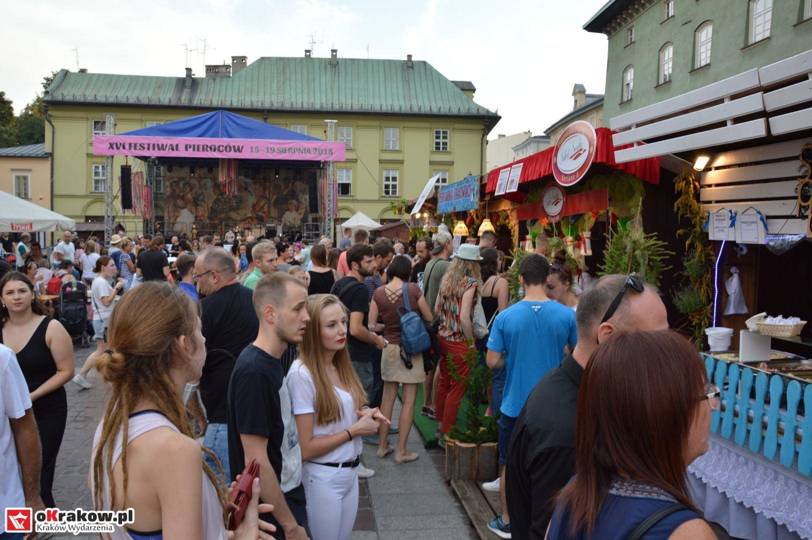 krakow festiwal pierogow maly rynek koncert cheap tobacco 84 150x150 - Galeria zdjęć Festiwal Pierogów Kraków 2018 + zdjęcia z koncertu Cheap Tobacco