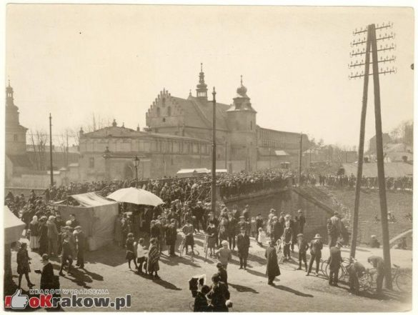"""emaus krakow 3 585x441 - Prapremiera przedstawienia """"Wielgånoc po krakosku""""... """"Emaus wiecznie żywy"""""""
