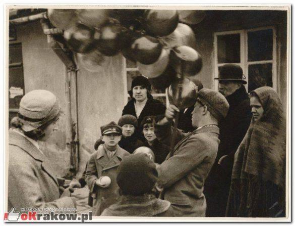 """emaus krakow 8 585x447 - Prapremiera przedstawienia """"Wielgånoc po krakosku""""... """"Emaus wiecznie żywy"""""""
