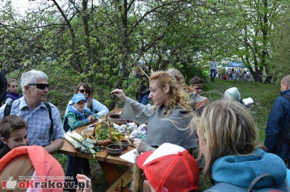 krakow podgorze rekawka kopiec krakusa 2019 1018 585x389 - Obszerna galeria zdjęć z Tradycyjnego Święta Rękawki na Kopcu Krakusa
