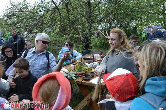 krakow podgorze rekawka kopiec krakusa 2019 1019 585x389 - Obszerna galeria zdjęć z Tradycyjnego Święta Rękawki na Kopcu Krakusa