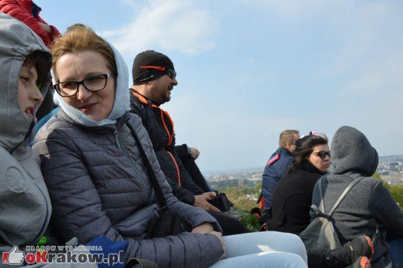 krakow podgorze rekawka kopiec krakusa 2019 1131 585x389 - Obszerna galeria zdjęć z Tradycyjnego Święta Rękawki na Kopcu Krakusa