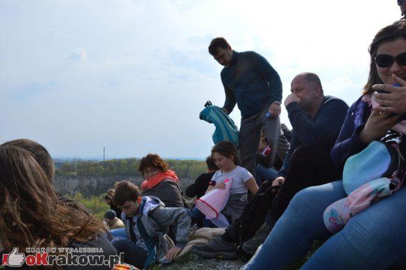 krakow podgorze rekawka kopiec krakusa 2019 1148 585x389 - Obszerna galeria zdjęć z Tradycyjnego Święta Rękawki na Kopcu Krakusa