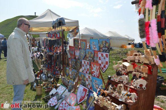krakow podgorze rekawka kopiec krakusa 2019 151 585x389 - Obszerna galeria zdjęć z Tradycyjnego Święta Rękawki na Kopcu Krakusa