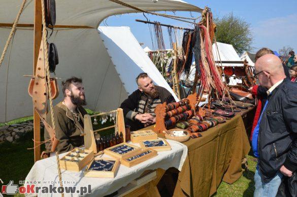 krakow podgorze rekawka kopiec krakusa 2019 177 585x389 - Obszerna galeria zdjęć z Tradycyjnego Święta Rękawki na Kopcu Krakusa
