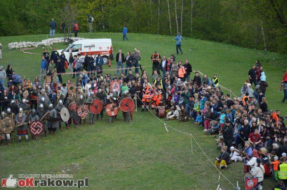krakow podgorze rekawka kopiec krakusa 2019 300 585x389 - Obszerna galeria zdjęć z Tradycyjnego Święta Rękawki na Kopcu Krakusa