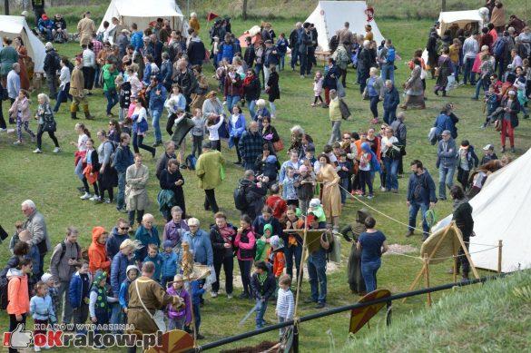 krakow podgorze rekawka kopiec krakusa 2019 500 585x389 - Obszerna galeria zdjęć z Tradycyjnego Święta Rękawki na Kopcu Krakusa