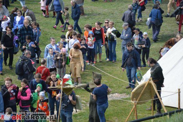 krakow podgorze rekawka kopiec krakusa 2019 501 585x389 - Obszerna galeria zdjęć z Tradycyjnego Święta Rękawki na Kopcu Krakusa