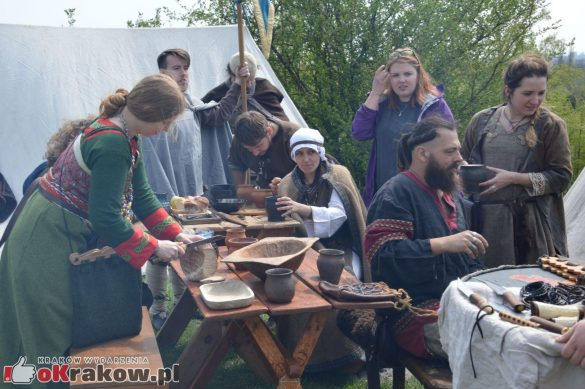 krakow podgorze rekawka kopiec krakusa 2019 536 585x389 - Obszerna galeria zdjęć z Tradycyjnego Święta Rękawki na Kopcu Krakusa