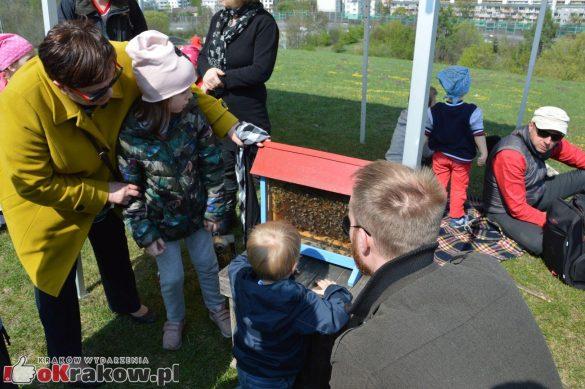 krakow podgorze rekawka kopiec krakusa 2019 67 585x389 - Obszerna galeria zdjęć z Tradycyjnego Święta Rękawki na Kopcu Krakusa