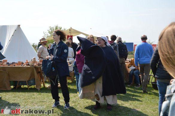 krakow podgorze rekawka kopiec krakusa 2019 686 585x389 - Obszerna galeria zdjęć z Tradycyjnego Święta Rękawki na Kopcu Krakusa