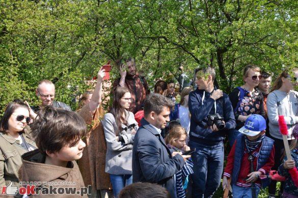 krakow podgorze rekawka kopiec krakusa 2019 781 585x389 - Obszerna galeria zdjęć z Tradycyjnego Święta Rękawki na Kopcu Krakusa