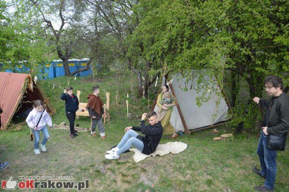 krakow podgorze rekawka kopiec krakusa 2019 832 585x389 - Obszerna galeria zdjęć z Tradycyjnego Święta Rękawki na Kopcu Krakusa
