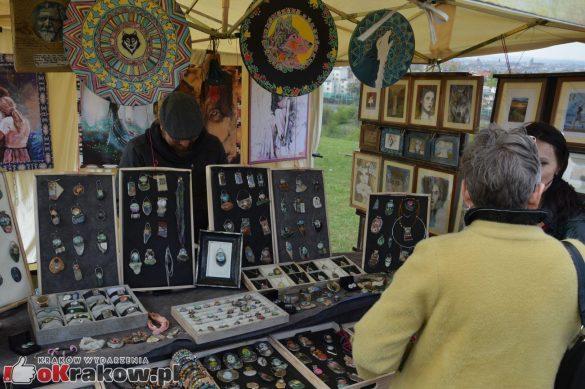 krakow podgorze rekawka kopiec krakusa 2019 851 585x389 - Obszerna galeria zdjęć z Tradycyjnego Święta Rękawki na Kopcu Krakusa