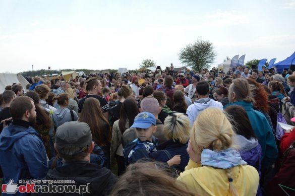 krakow podgorze rekawka kopiec krakusa 2019 861 585x389 - Obszerna galeria zdjęć z Tradycyjnego Święta Rękawki na Kopcu Krakusa